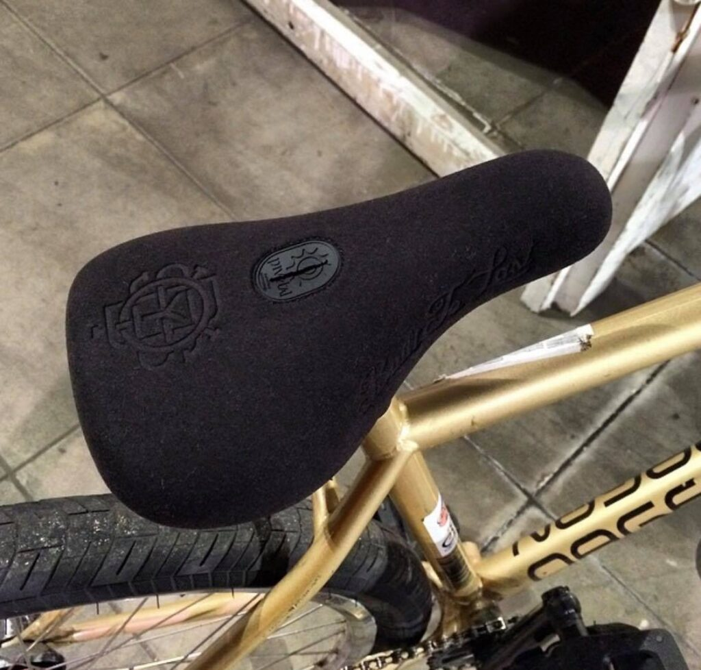 What Are Pivotal BMX Seats?